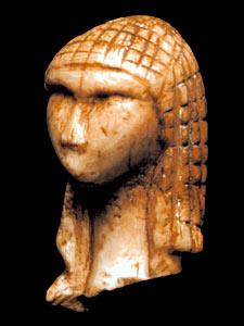 """Photo de """"La Dame de Brassempouy"""", cette tête est scultée dans l'ivoire"""
